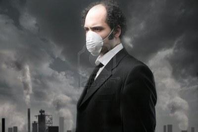 2712257-un-uomo-con-la-maschera-per-lo-smog