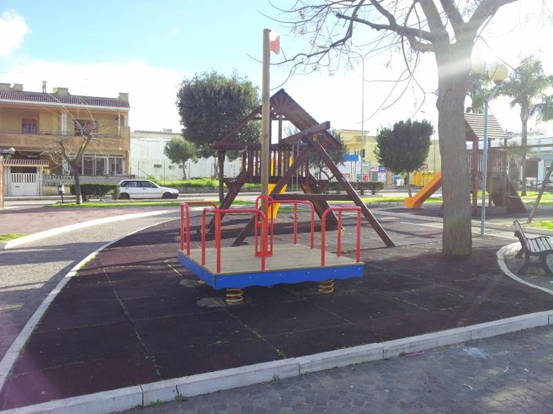 piazza Domenico Modugno - nuovi giochi